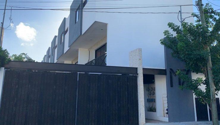 RENTA TOWNHOUSE EN MONTEBELLO EQUIPADO Y AMUEBLADO